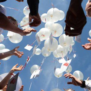 Eventbestattung - Ballone werden fliegen gelassen