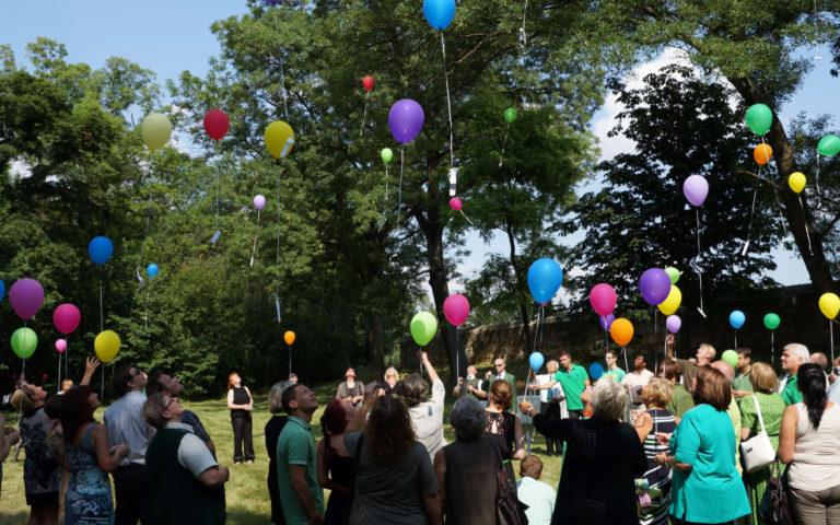 Eventbestattung - Beisetzung, Trauerfeir und Abschied mit Luftballons