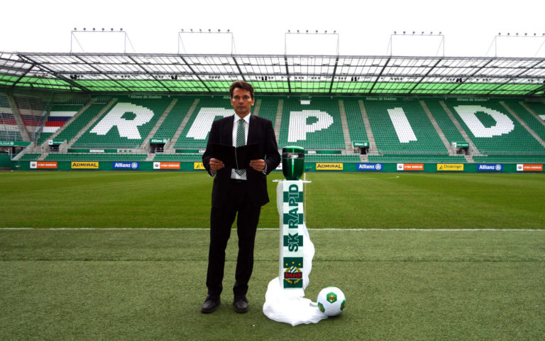 Eventbestattung - Rapid-Stadion mit Trauerredner Harry Blümel